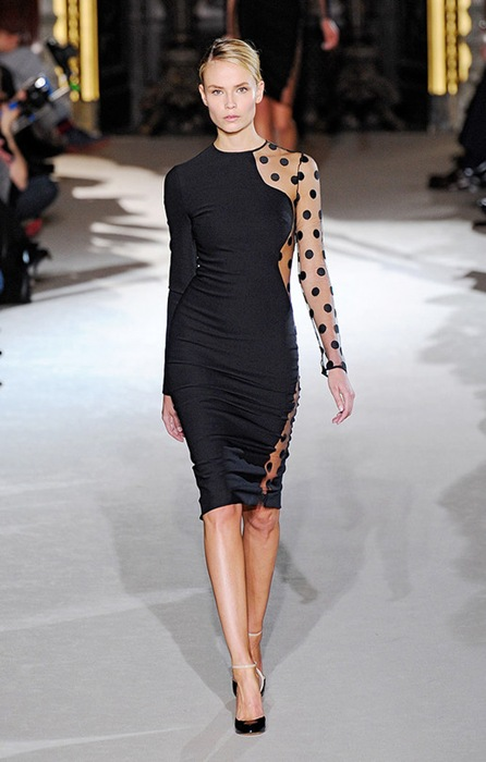 Stella-mccartney-FALL-2011-RTW-PODIUM-043_runway