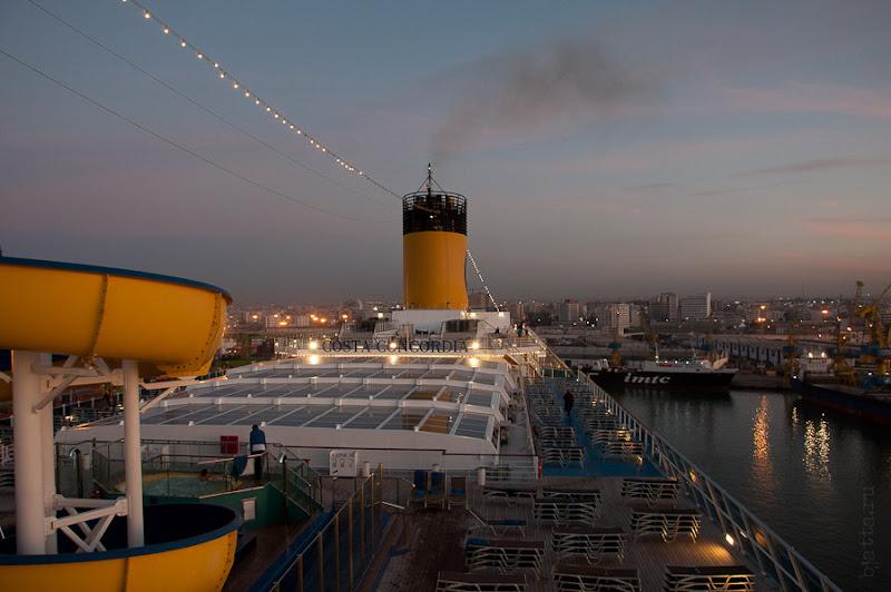 Третий день. Casablanca. Morocco. Круиз. Costa Concordia. Закат и Конкордия готовится к отходу.