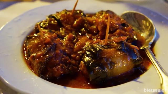 Τυλιχτά σουτζουκάκια με μελιτζάνα και σάλτσα ντομάτας! Θεϊκό πιάτο στην ταβέρνα Ρούσσικο στα Θυμιανά της Χίου