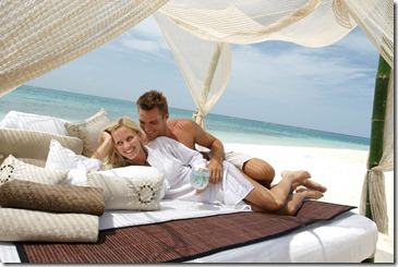 Sandals Beach Bed - Lifestyle