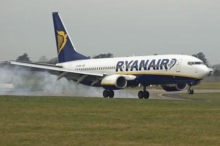 """Ryanair: Στα νέφη του """"χαμηλού κόστους"""" και της πτητικής ανασφάλειας…"""