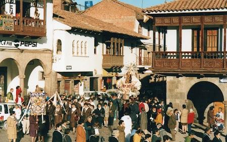 08. Procesiune catolica Cuzco.jpg