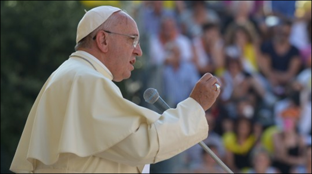 Pope Francis delivering a speech in Isernia, during his visit in the Molise region, 6 July 2014. Photo: Alberto Pizzoli / AFP / Getty Images