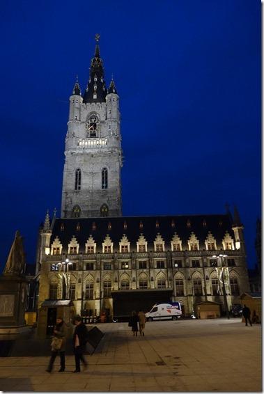 鐘楼(Belfort)と繊維会館