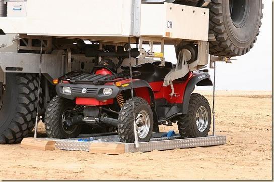 Traverser le désert en camion UNICAT TGA 6 × 6