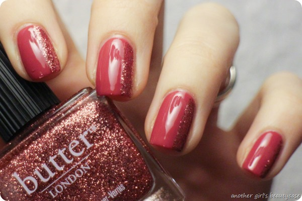 pandasundaigeswintermonat glitter nailart striping butter london rosie lee essence (4 von 9)