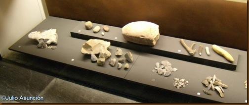 Materiales que ilustran sobre el proceso de talla de piedra en la Prehistoria - Museo de Navarra
