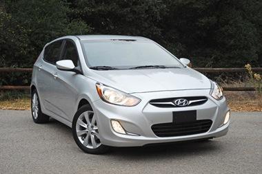 2012-Hyundai-Accent-SE