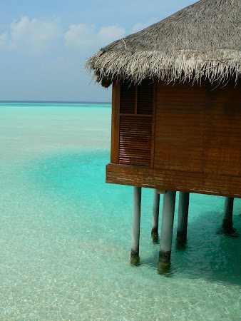 Maldives accomodation: Anantara water bungalow - just over the water