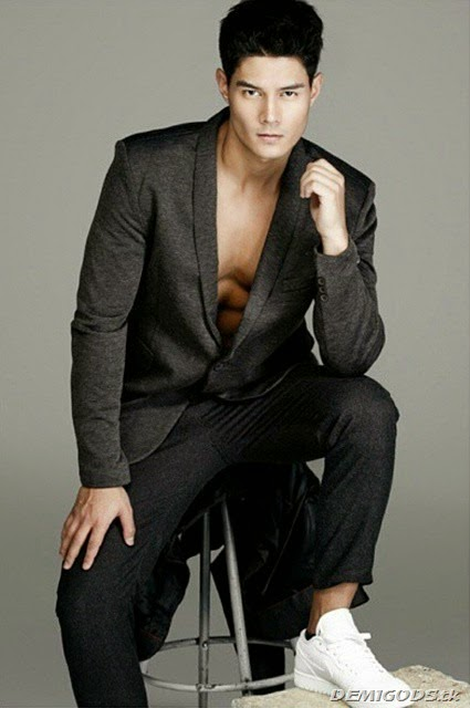 Daniel Matsunaga for Mega Man Magazine October 2014 (4)