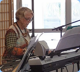 Marlene Forrest playing her Yamaha Tyros 4 for the audience. Photo courtesy of Dennis Lyons