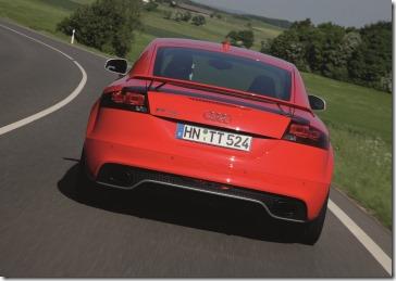 Audi TT RS Coupe vermelho - traseira dinamica - alta