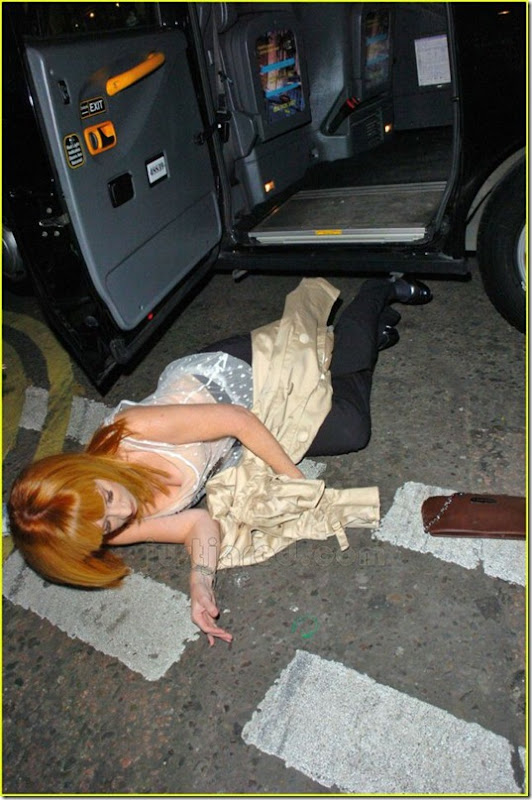 celebrities-falling-down-13