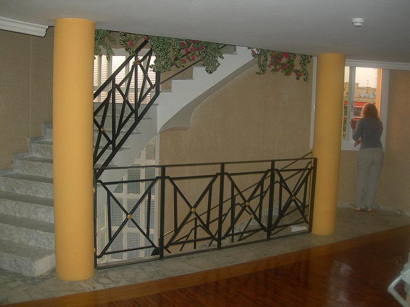 Hotel Terramarina (ex. Carabela Roc). La Pineda. Costa Dorada. Spain. В широком торце, выходящем на дорогу, расположена лестница, выполненная в интересном стиле.