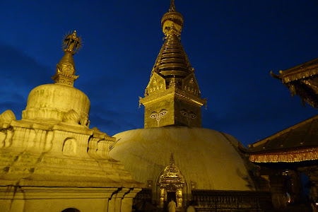 Obiective turistice Kathmandu: Swayambunath noaptea