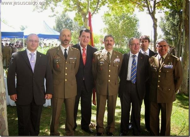 Los generales Alcañiz y Conde, el Teniente Coronel Calabuig y la comisión de nuestra Cofradía
