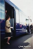 Het gezelschap verlaat de bus - Foto: A v.d. Veen - de Lange - Lemele