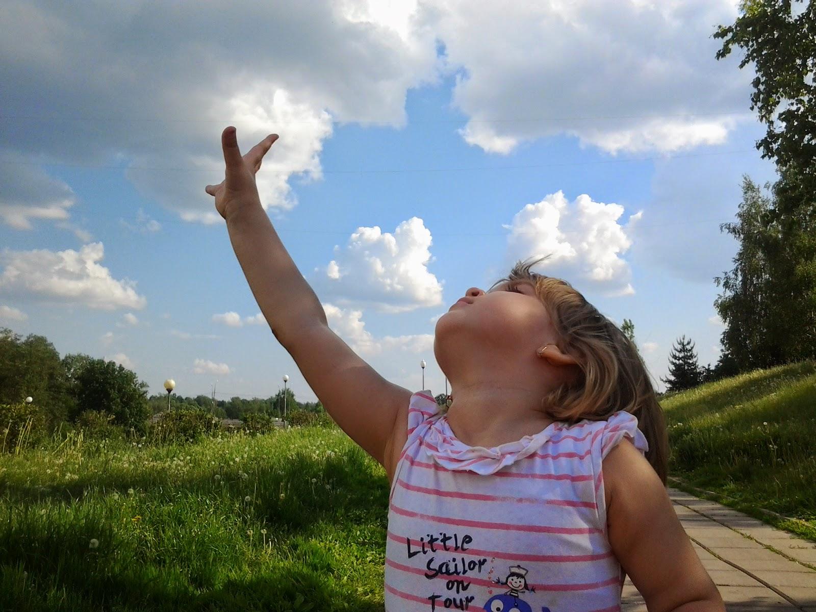 Дотянуться до небес тепло небо ноги облака