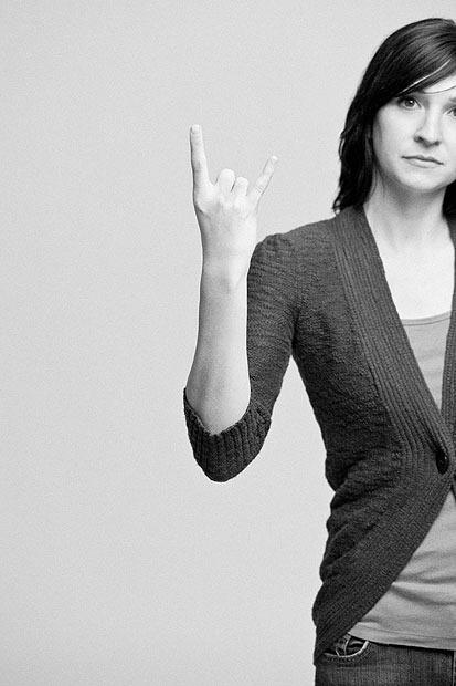 rude-hand-gestures-6