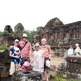 Familien på tur til My Son, gammel Champa ruin fra 1100 tallet