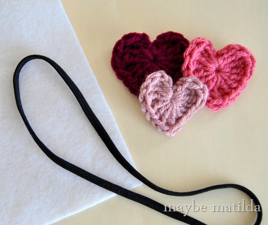 How to make a Valentine's headband with crochet hearts