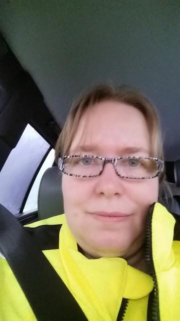Meget gul refleksjakke og nye briller