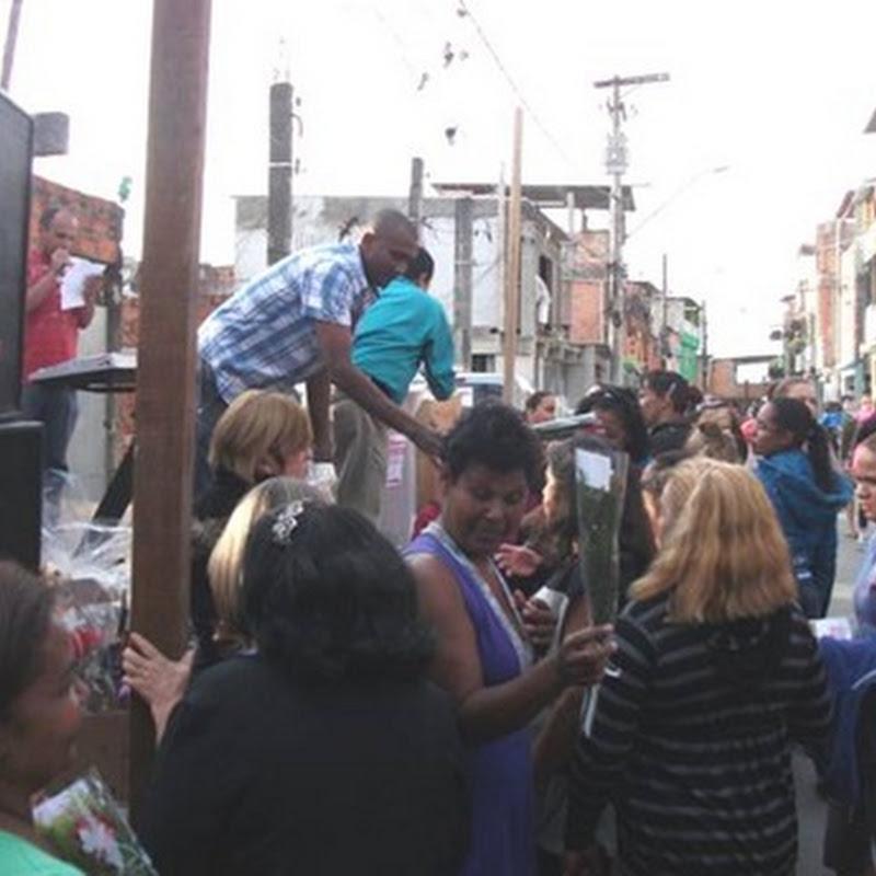 Festa homenageia Mães em Embu das Artes