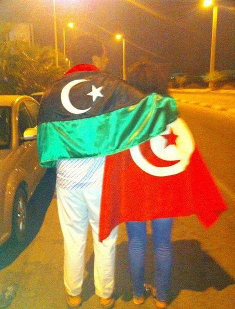 Tunísia acompanha Líbia