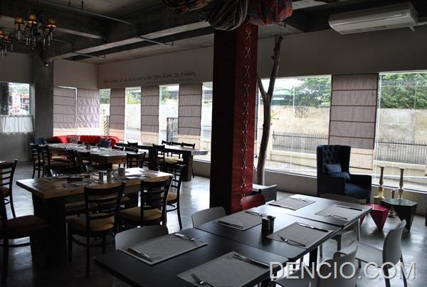 Rica's Restaurant Henry Hotel 05