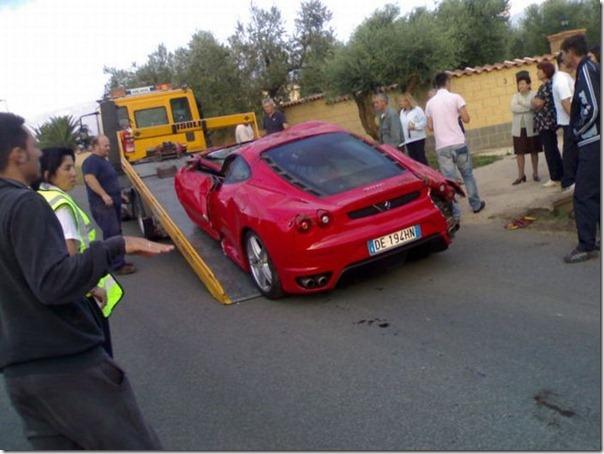 Uma Ferrari F430 destruida (13)