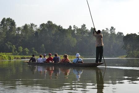 canoe safari in jungla Chitwan