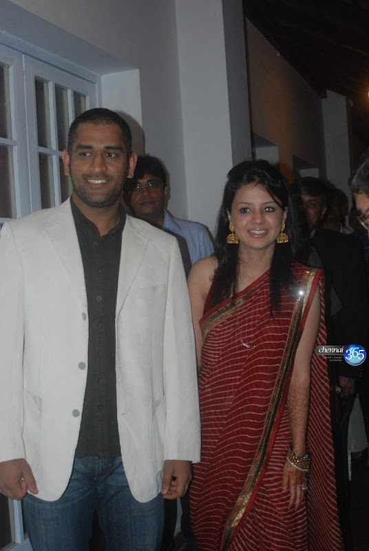 Indian cricket captain cool Dhoni with wife Sakhshi Dhoni