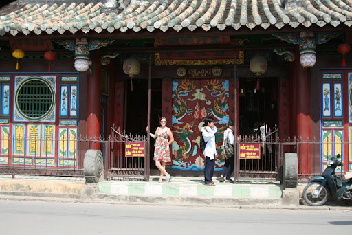 Lynette outside Quan Cong temple, built in 1653 and dedicated to the Highly regarded Chinese General.