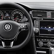 2013-Volkswagen-Golf-7-Interior-10.jpg