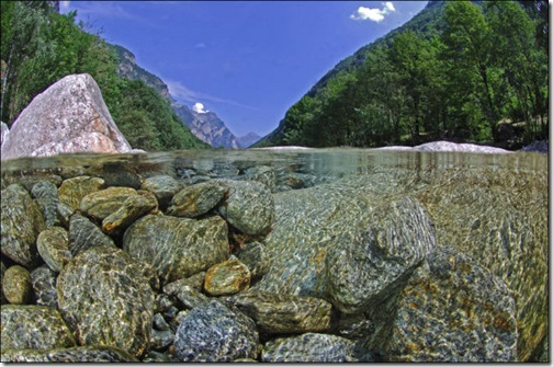 incredibly_clear_waters_of_the_verzasca_river_640_08
