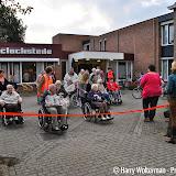 Eerste dag Avondvierdaagse bewoners Clockstede Nieuwe Pekela - Foto's Harry Wolterman