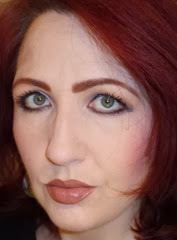 marie papachatzis with SEPHORA IT Shimmering palette and l'oreal infallible eyeliner_3
