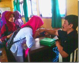 Jelan UN Murid SMPN Wonoasri Mohon Doa Restu Guru dan karyawan