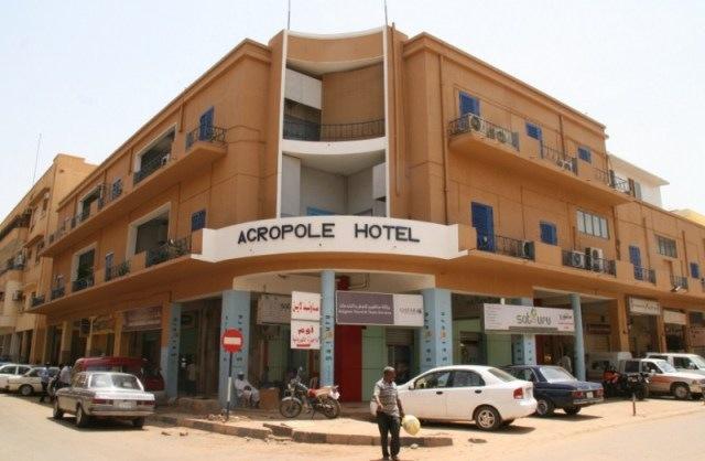 Το ξενοδοχείο των τριών Κεφαλονιτών στο Χαρτούμ και ο τολμηρός μοτοσικλετιστής