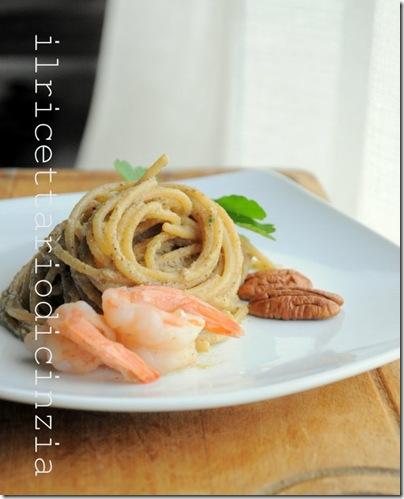 spaghetti integrali con crema di gamberi e noci pecan
