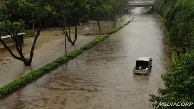 Roads flooded on the Ayer Rajah Expressway near the National University of Singapore. Photo: Hsann Aung Naing / Channel News Asia