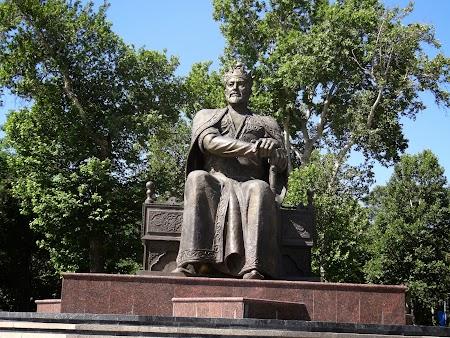 02. Statuia lui Timur Lenk din Samarkand.JPG