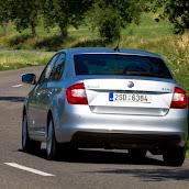 2013-Skoda-Rapid-Sedan-9.jpg
