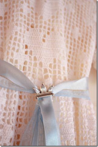 Håndlaget dåpskjole heklet blonder IMG_2243