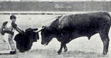1915-10-17 (p 25 PyP) Valencia Joselito 6 Miuras 03