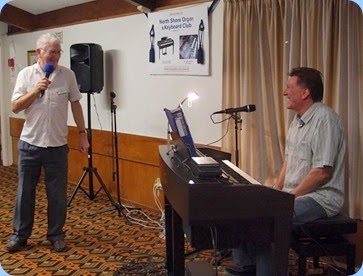 Some friendly banter between Gordon Sutherland and Murray Hancox pre his great concert. Photo courtesy of Dennis Lyons.