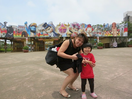 Mummy and Yining At Leo Foo Theme Park