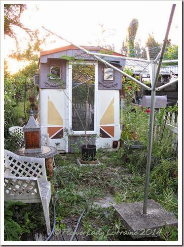 08-27-caravan