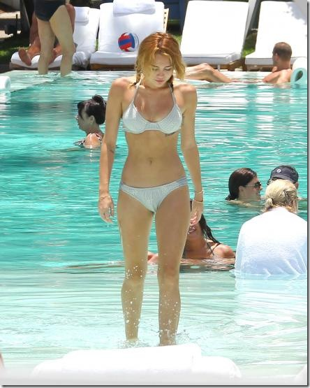 miley-cyrus-white-bikini-4