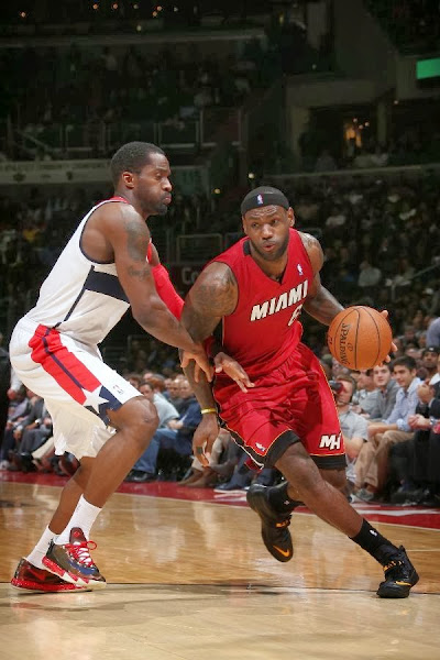 lebron james nba 140115 mia at was 05 LeBron Debuts Black&Gold Soldier 7 PE in Miamis 3rd Straight Loss
